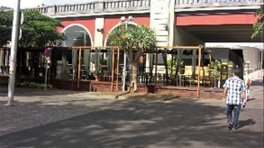 El Ayuntamiento ordena el cierre del kiosko-bar del puente Serrador
