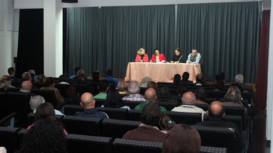 Imagen de archivo de la reunión mantenida con los comerciantes para abonar los actos de TransVulcania.