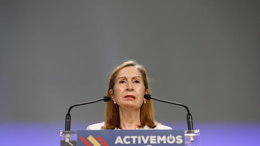 La vicepresidenta primera del Congreso, Ana Pastor, este lunes, en rueda de prensa.