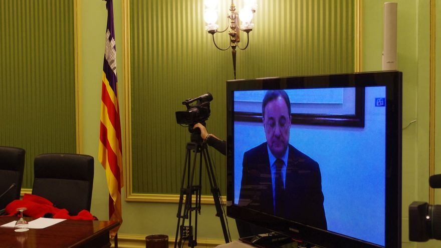Florentino Pérez comparece en una comisión de investigación en el Parlamento balear a través del plasma / Foto: Jaime Mora