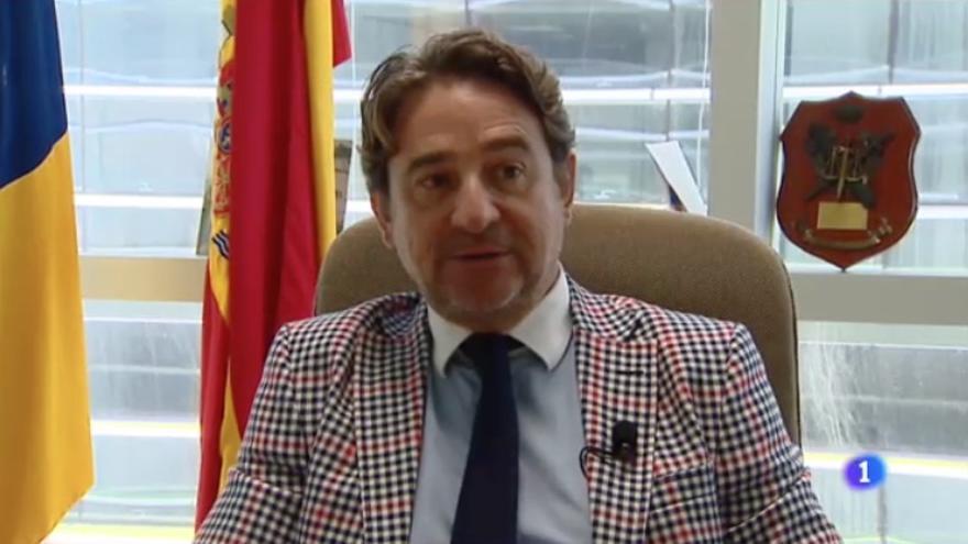El juez Salvador Alba es entrevistado por RTVE en Canarias.