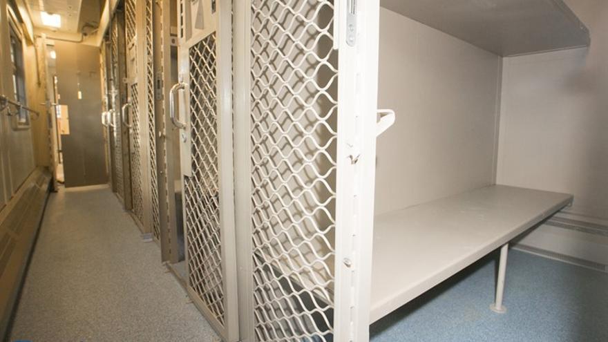 Interior de un vehículo de transporte de prisioneros / Tverskoi Vagonostroitelny Zavod