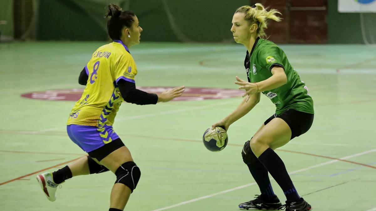 Armina Isic, en su primer partido con el Adesal.