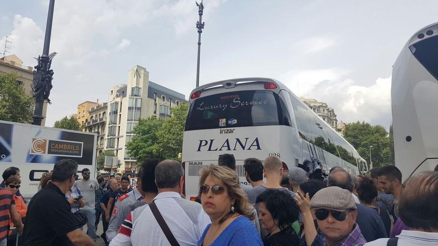 Decenas de personas concentradas esta mañana en Barcelona