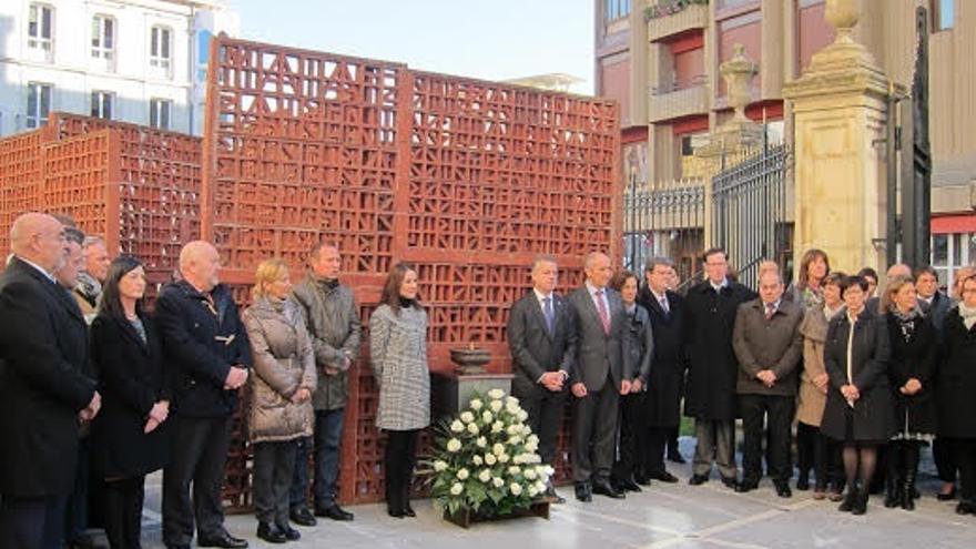 Urkullu celebra en el Parlamento el Día de la Memoria con los partidos, en ausencia de PP y UPyD