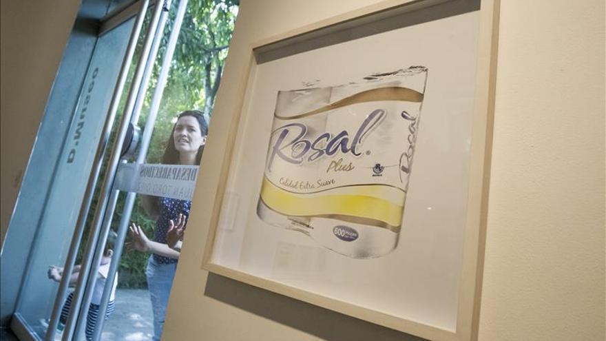 """Un fotógrafo muestra los productos que """"desaparecen"""" de la vida de los venezolanos"""
