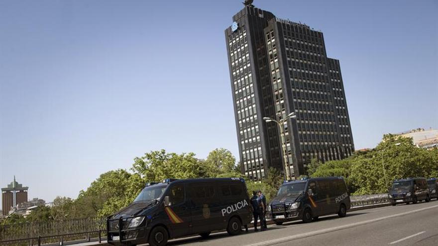 Centenares de personas se manifiestan contra la visita de Obama a España