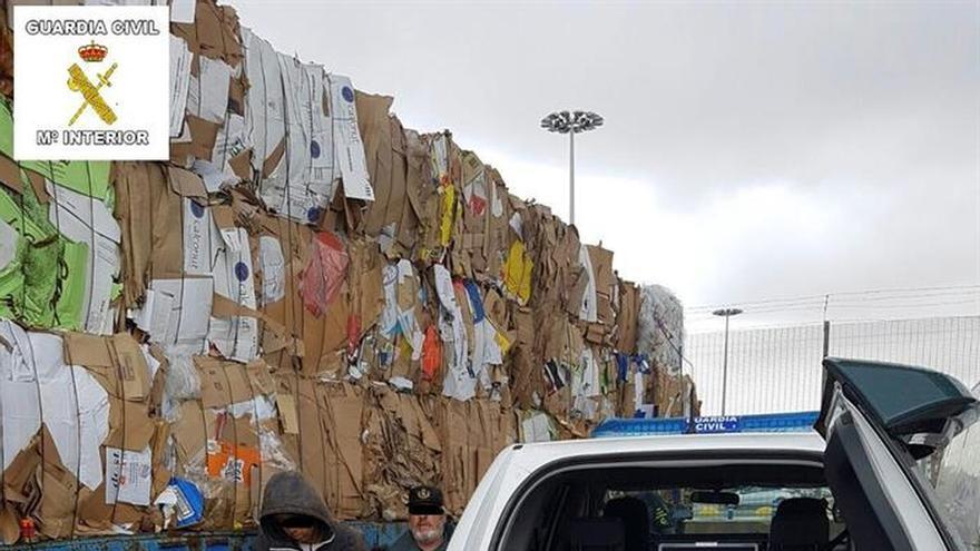 Rescatan en Melilla 15 menores ocultos en una batea y otros 58 en el puerto