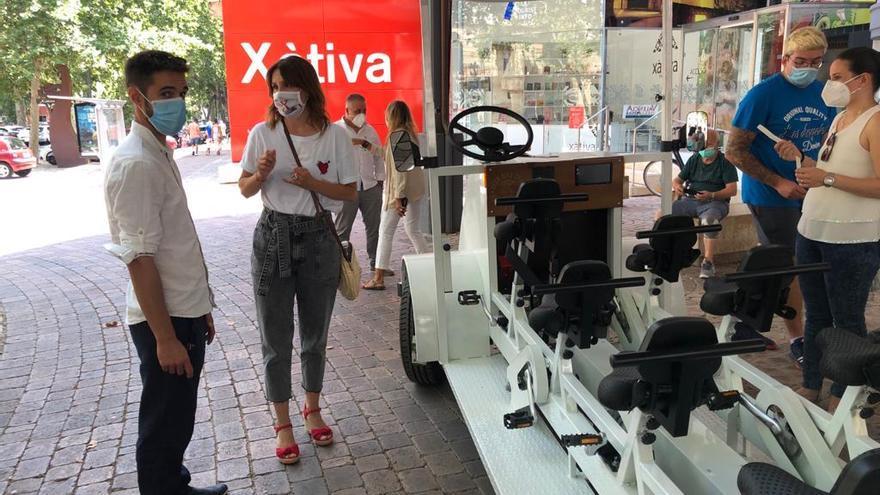 Un modelo de la bici-bus se muestra en Xàtiva.