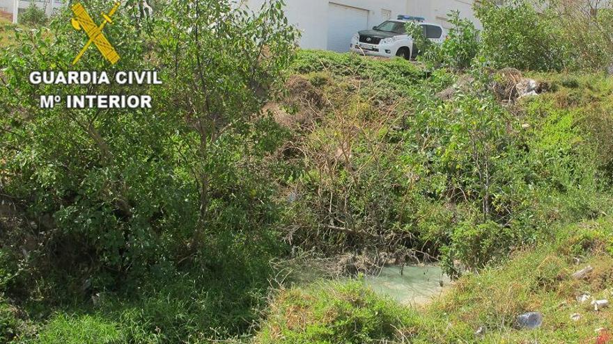Vertido ilegal de aguas realizado a través de la red pluvial de un centro comercial del municipio grancanario de Telde.