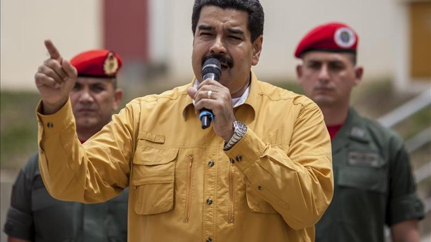 Venezuela coordina una reunión de países petroleros para abordar la caída de los precios