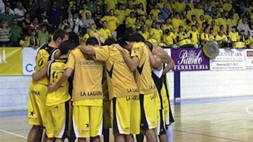 Los jugadores del Iberostar Canarias, durante un encuentro. (feb.es)