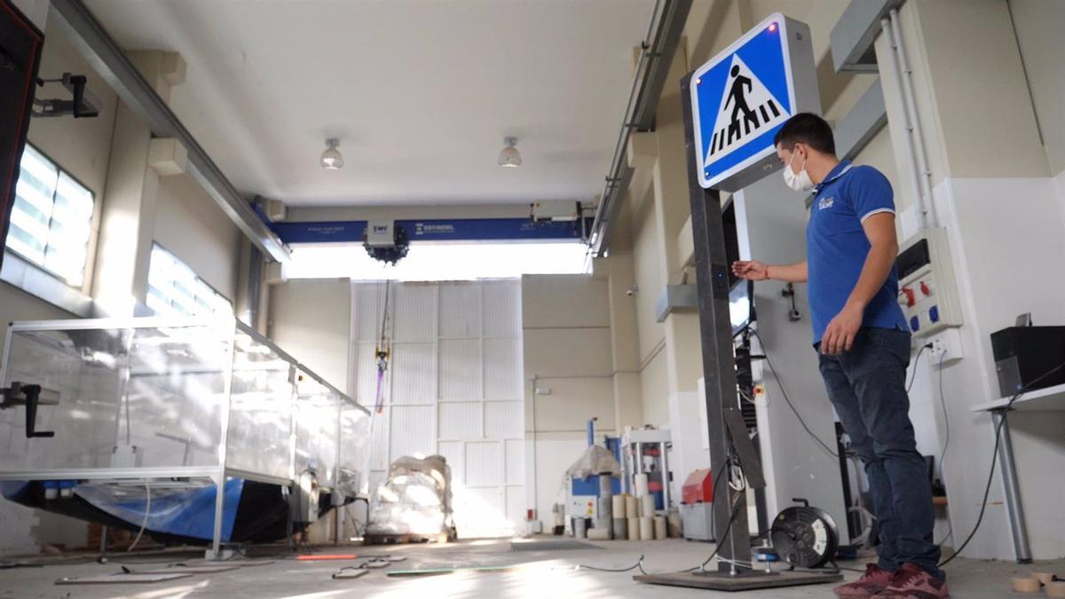 La 'startup' Interlight, acelerada por la Junta y Vodafone, desarrolla soluciones de seguridad vial.