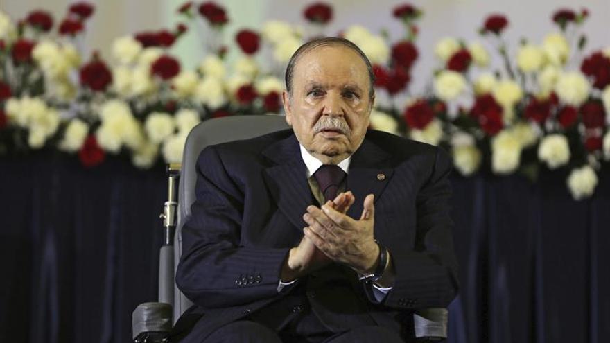 Buteflika reaparece en público por el día de la Independencia argelina