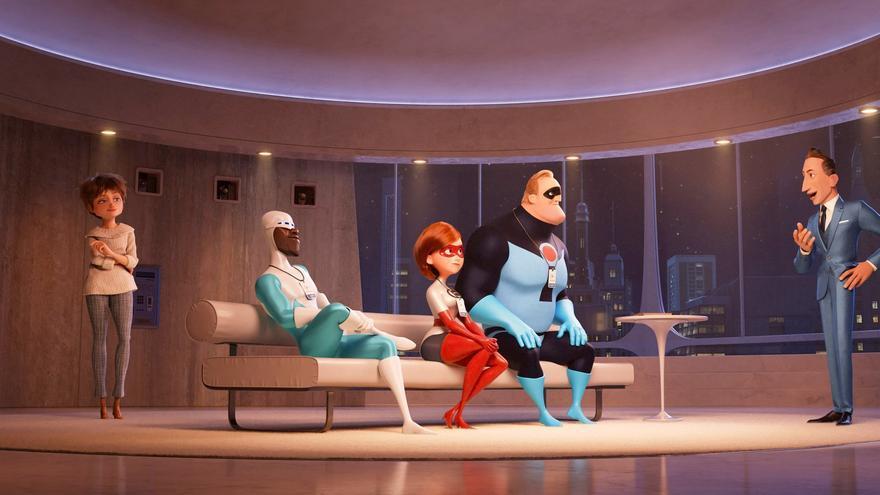 Helen (Elastigirl), Bob (Mr. Increíble) y Frozono reunidos con los Deavor