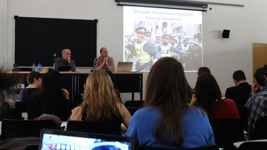 Una charla durante la Conferencia Bianual sobre Vigilancia y Sociedad Foto: Raul Gschrey