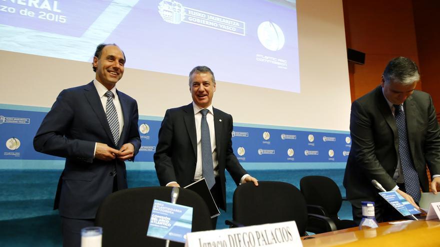Ignacio Diego e Iñigo Urkullu durante la apertura de la Asamblea del Arco Atlántico en Bilbao.   LARA REVILLA
