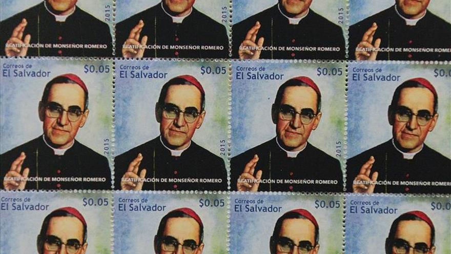 Gobierno de El Salvador lanza sellos conmemorativos por beatificación Romero
