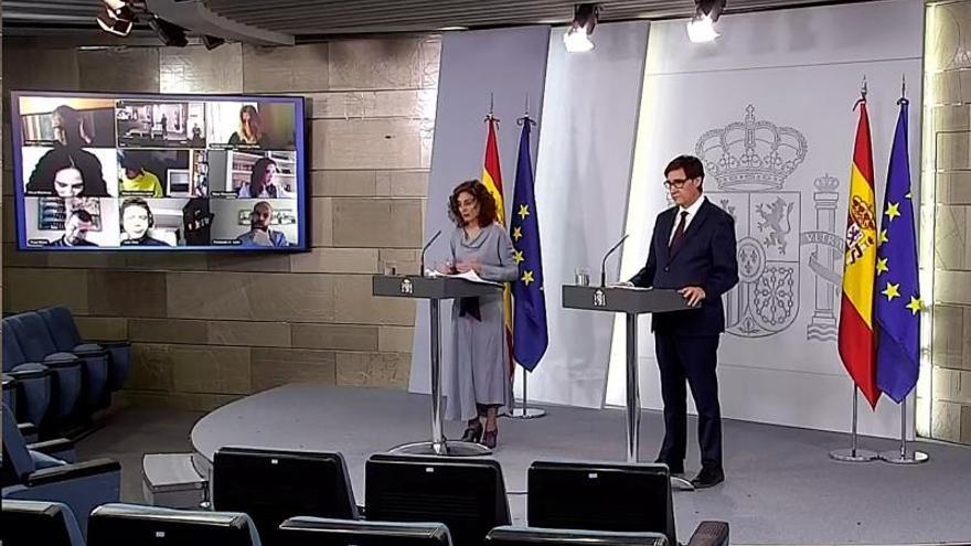 María Jesús Montero y Salvador Illa, durante una rueda de prensa telemática en Moncloa.