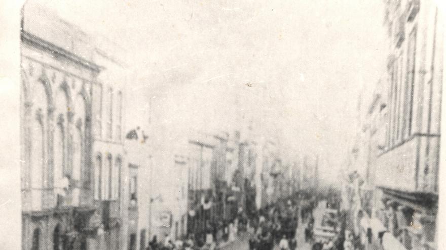 Manifestación en Las Palmas de Gran Canaria en protesta contra el asesinato de seis obreros en Las Palmas de Gran Canaria
