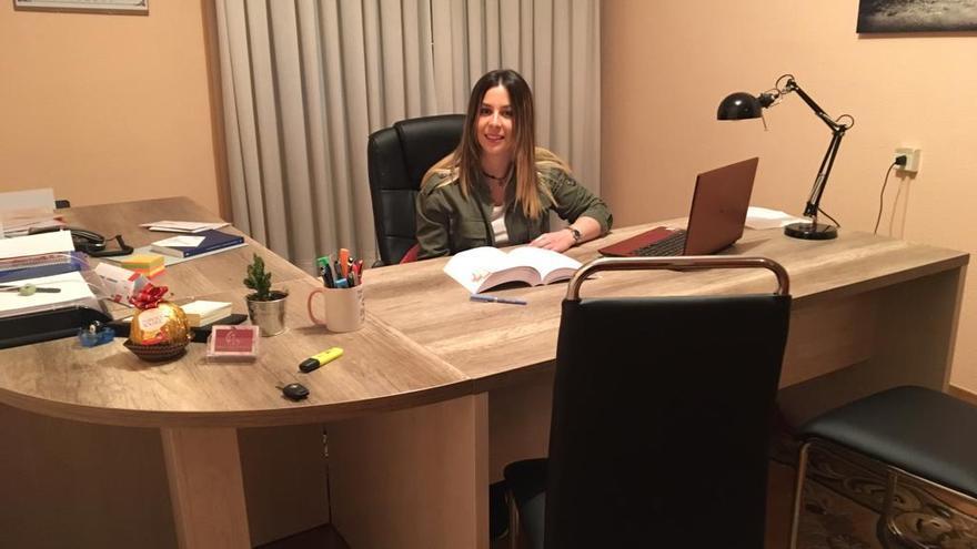 Priscila Gainzarain en su despacho de abogados