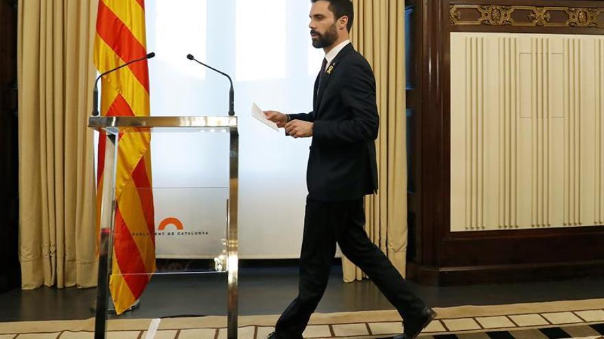 Torrent aplaza la investidura a la espera del TC y mantiene a Puigdemont