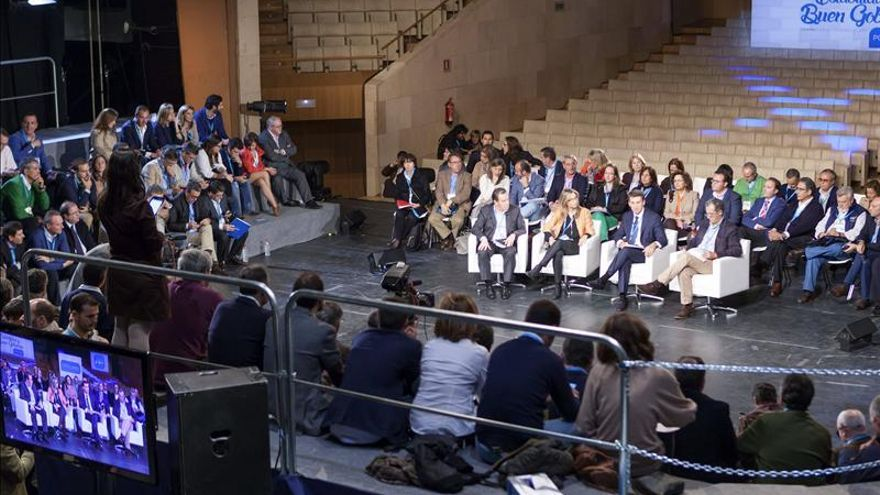 Rajoy se reúne con sus presidentes autonómicos en una cena de trabajo