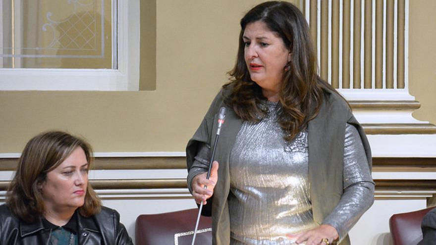 Belén Allende en el Pleno del Parlamento de Canarias