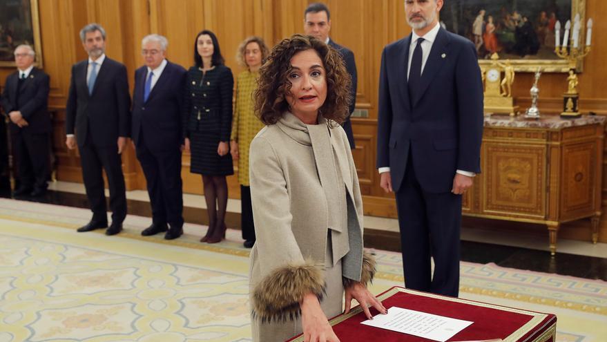 La ministra de Hacienda y nueva Portavoz del Gobierno, María Jesús Montero promete su cargo ante el Rey Felipe VI