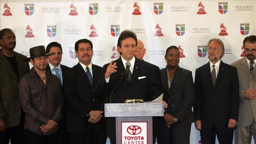Los Grammy Latinos entregan sus premios más emotivos