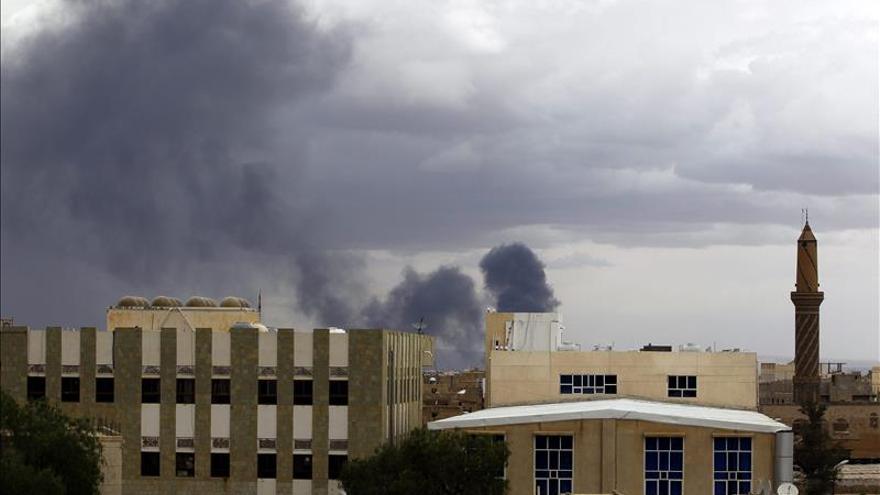 La coalición árabe destruye un avión de carga en el aeropuerto de Saná