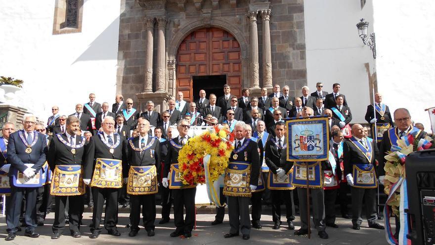 En la imagen, los masones en la Plaza de España. Foto: JOSÉ RODRÍGUEZ ESCUDERO.