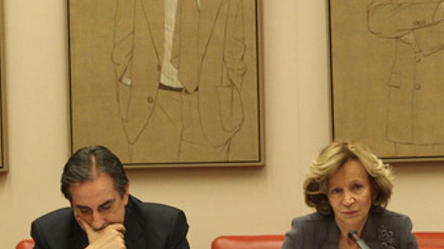 Valeriano Gómez y Elena Salgado en el Senado