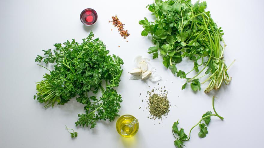 Algunos de los ingredientes de la salsa chimichurri