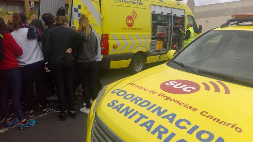Alumnos de Enfermería de la Universidad de La Laguna conocen los recursos del Servicio de Urgencias Canarios (SUC).