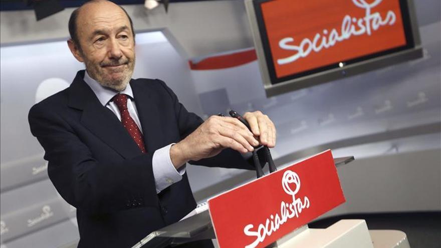 Alfredo Pérez Rubalcaba anuncia la convocatoria de un congreso extraordinario del PSOE / EFE