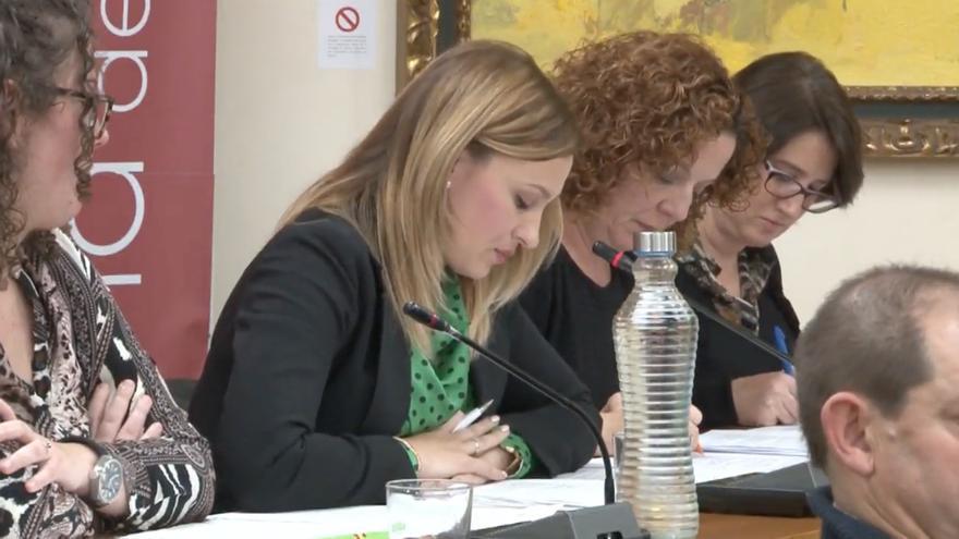 La concejala de Vox en el Ayuntamiento de Alhama de Murcia Carolina Martínez durante un pleno