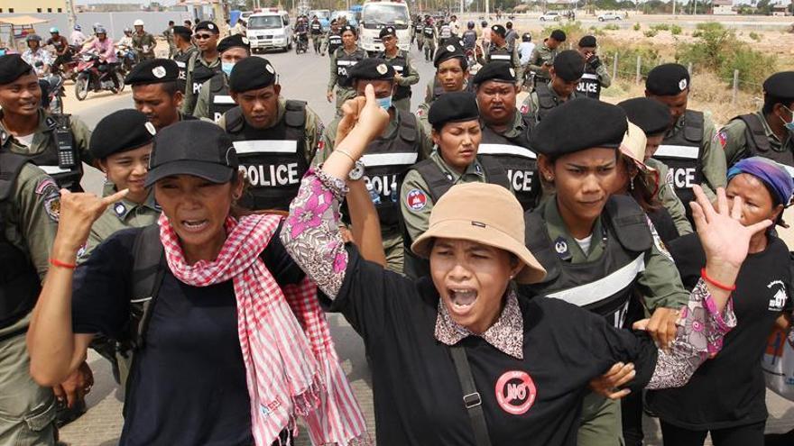 Las autoridades de Camboya liberan a los ocho activistas detenidos