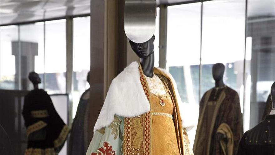 """La serie """"Isabel"""" abre su vestidor en el Museo del Traje"""