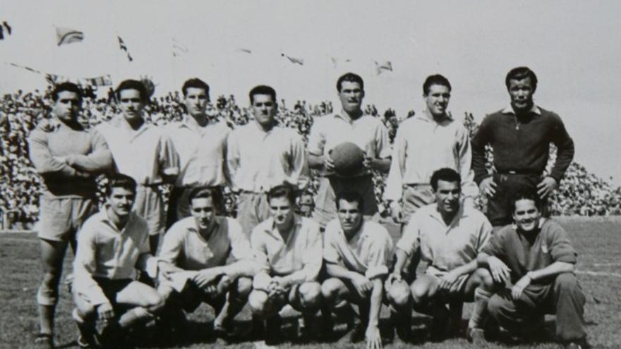 Alineación de la UD Las Palmas en 1954 en el Heliodoro Rodríguez López, cuando consiguió el ascenso a Primera.