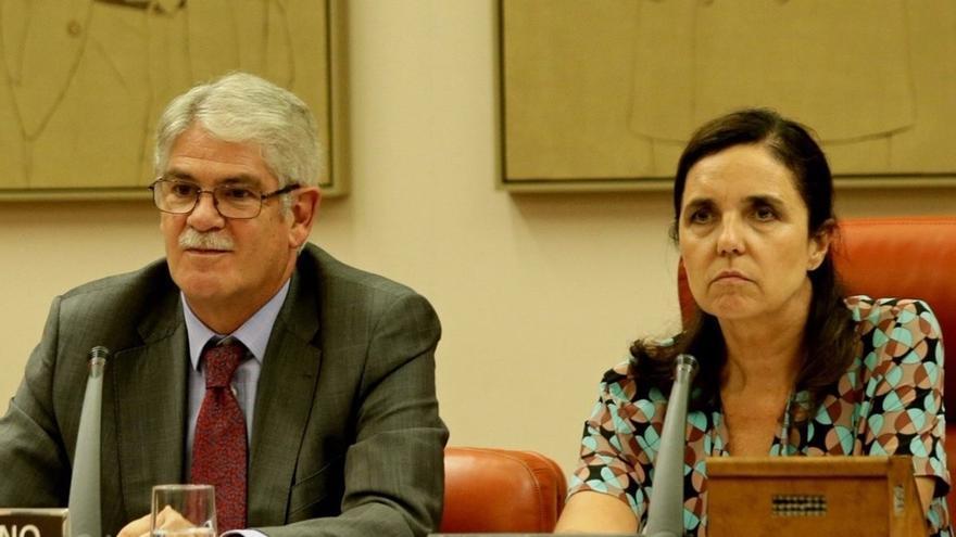 Dastis dice que se paga sus vacaciones y que su estancia en la embajada de Quito se ajusta a la legalidad