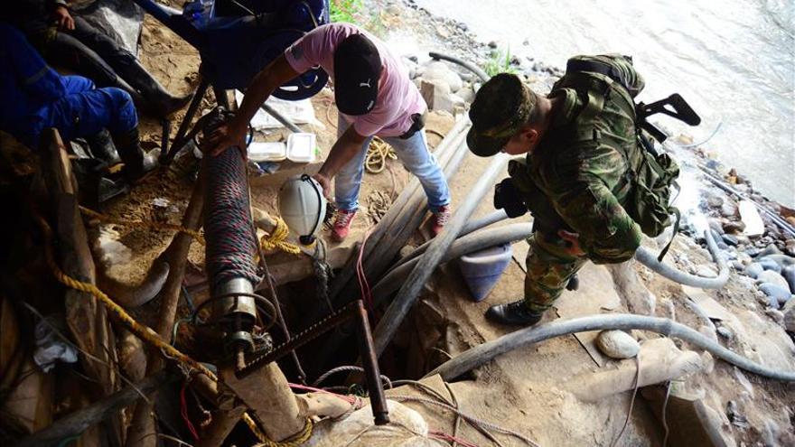 Rescatan los últimos cuerpos de los mineros colombianos atrapados en un socavón