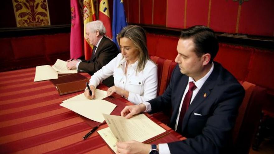 Firma del convenio para la exposición Burgos-Toledo. Orígenes de España' / Foto: Ayuntamiento de Toledo