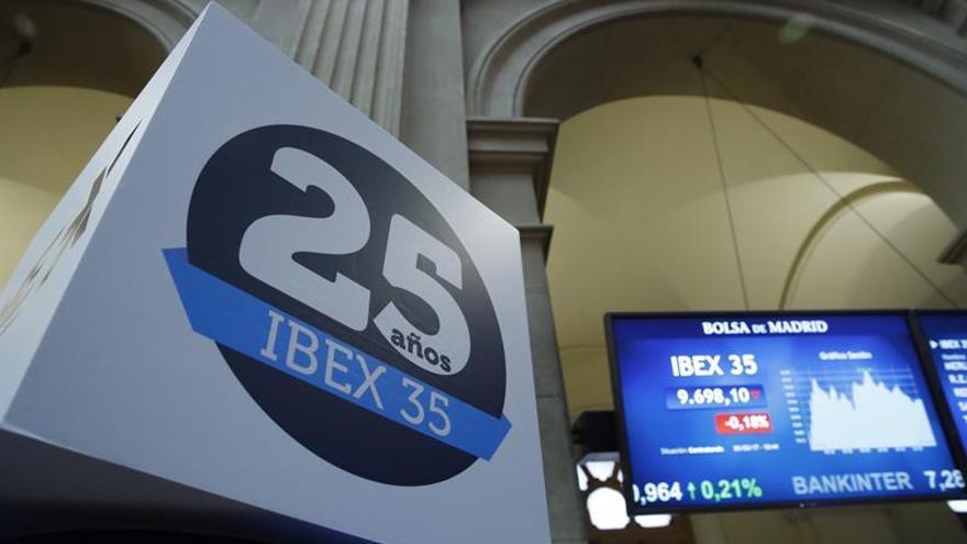 El IBEX 35 se da la vuelta tras la apertura y recupera los 9.800 puntos