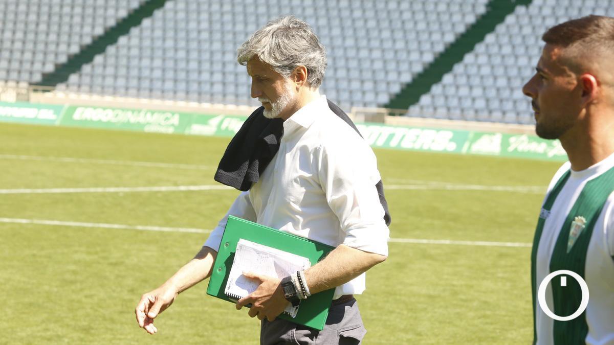 Pablo Alfaro, cabizbajo tras la derrota ante el Betis Deportivo.