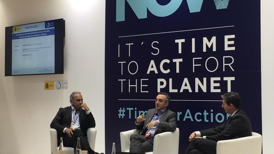 Valentín Alfaya, Ismael Aznar y Jaime Silos, durante el coloquio en la COP25.