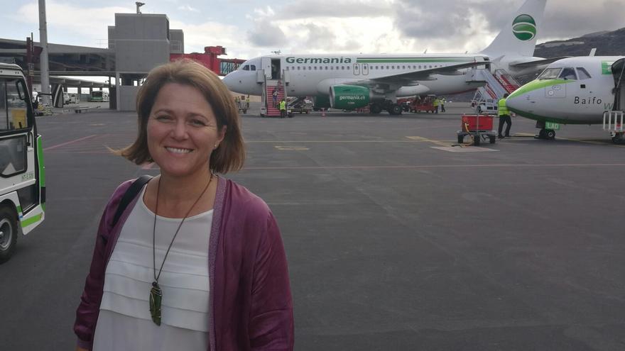 Alicia Vanoostende en la llegada del primer vuelo de Hamburgo.