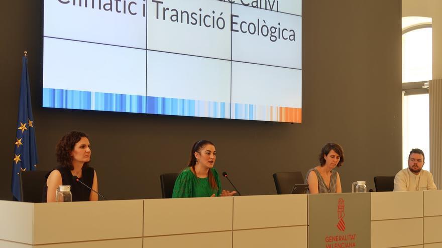 La consellera de Transición Ecológica, Mireia Mollà, acompañada de Paula Tuzón, Celsa Monrós y Antonio García Díez, miembros de su equipo.