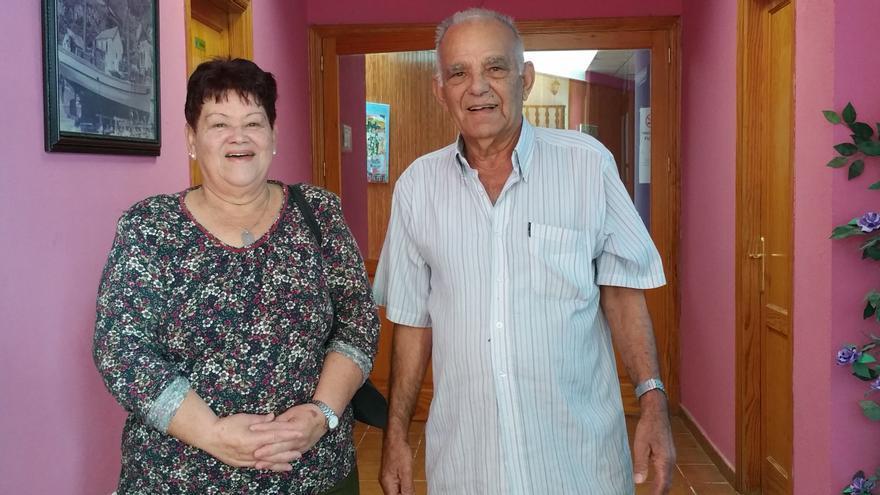 Nieves Lorenzo y José Pérez Vidal en el local de la asociación. Foto: LUZ RODRÍGUEZ