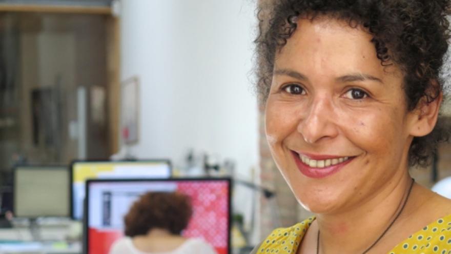 La periodista Mariane Van Neyenhoff, en el despacho  barcelonés de coworking en el  que trabaja.